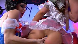 Spizoo - Jessica Jaymes & Nina Elle fucking a huge cock in Halloween